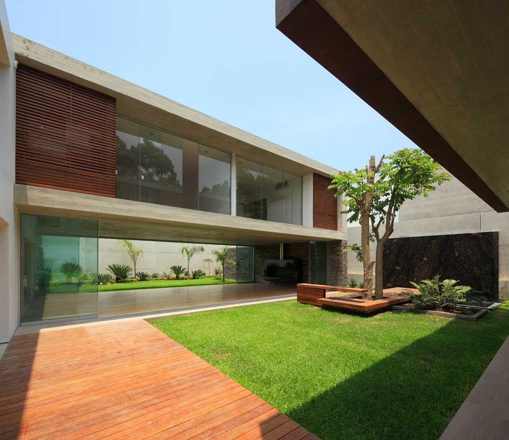Casa la planicie ii en lima arquitectura casas for Casa minimalista lima