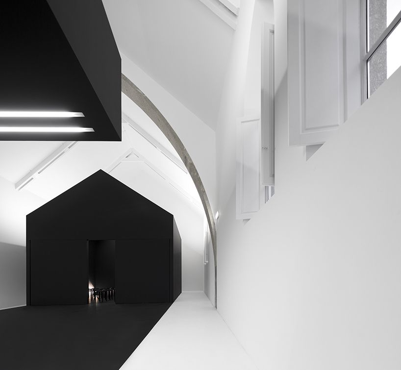 #black #white #insight #architecture #house_within_house