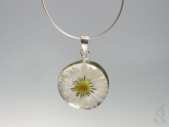Gänseblümchen  Zarte Blüten-Kette mit einem von GeschmeideUnterTeck