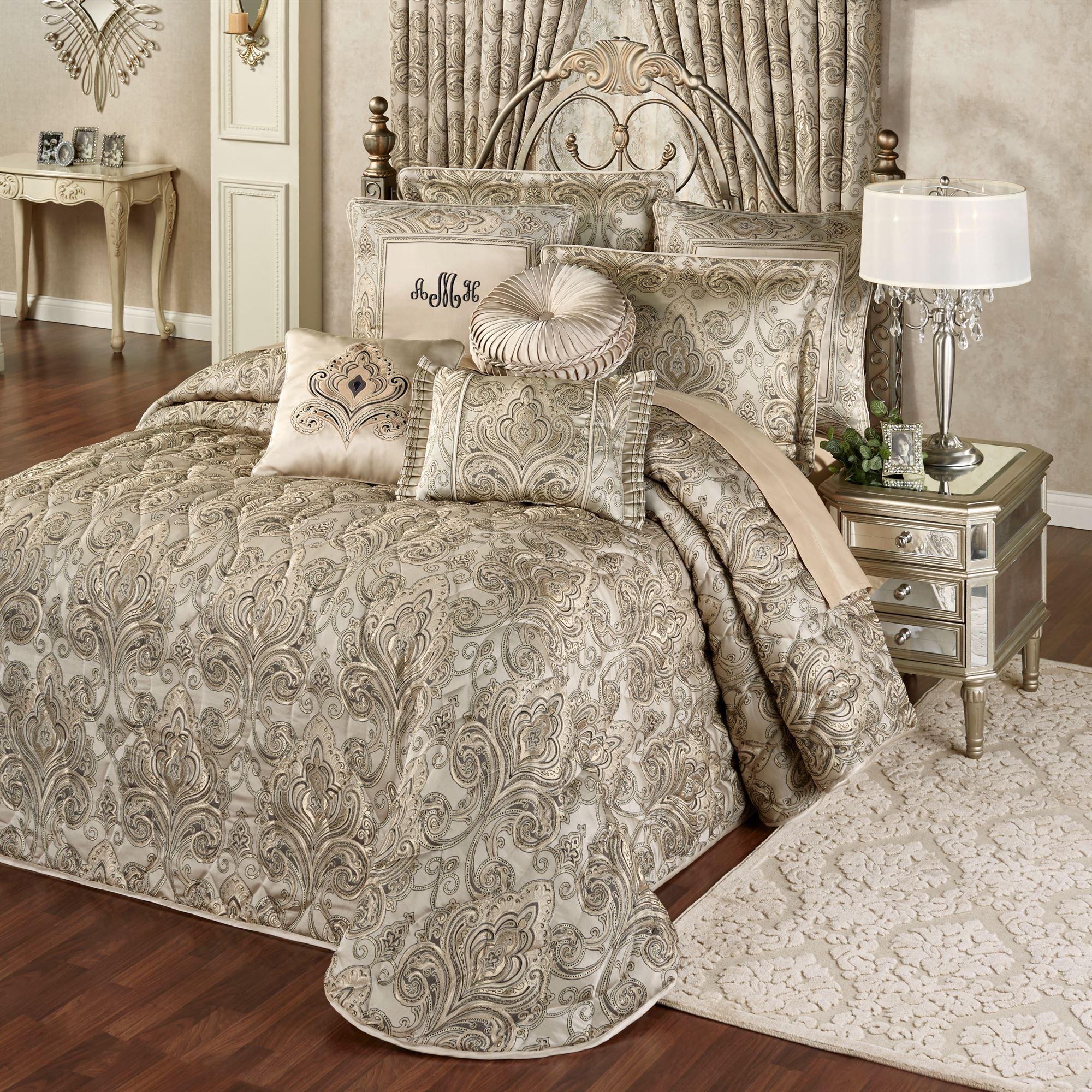 Grandeur fleur de lis damask oversized quilted bedspread