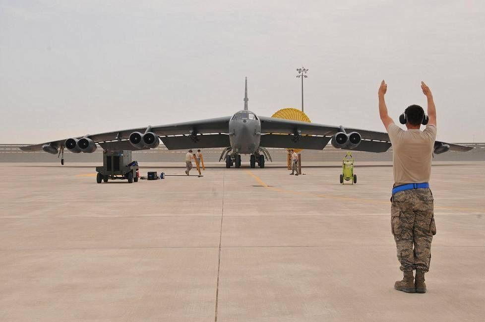 B-52 saapuu Al Udeidin lentotukikohtaan Qatariin huhtikuun alussa.