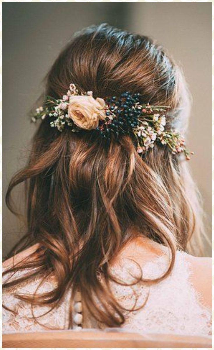 Blumenkranz Fur Die Hochzeit Das It Piece Fur Verspielte Braute Hochzeit Frisuren Blumenkranz Brautfrisur Haarschmuck Braut