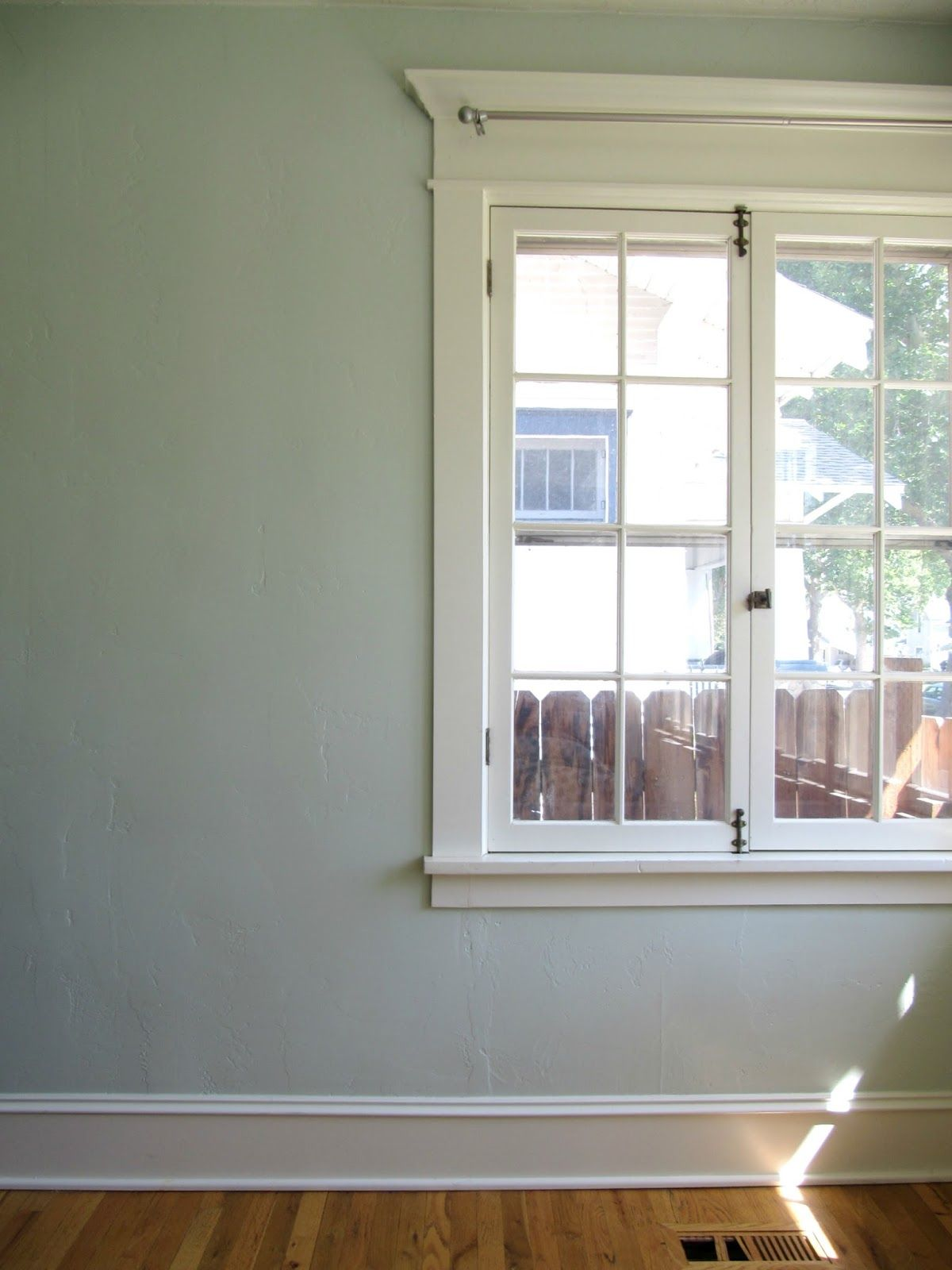 New Paint Clean Windows In The Office Interior Window Trim Wicker House Interior Design Living Room