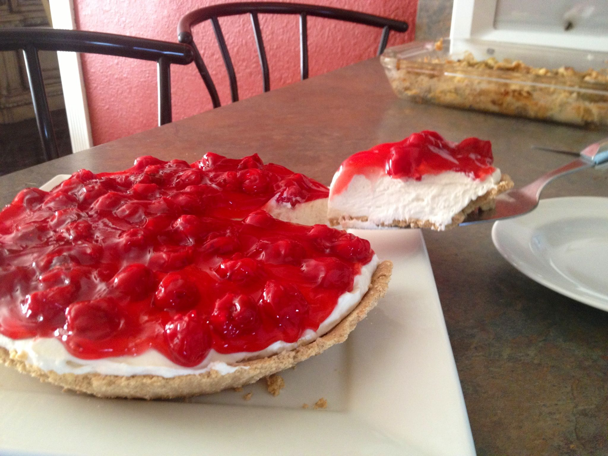(No bake) cheesecake to die for! Easy, Fast, & Cheap to make. Y'all gotta try to make it at least once in you life. You won't regret it ;)