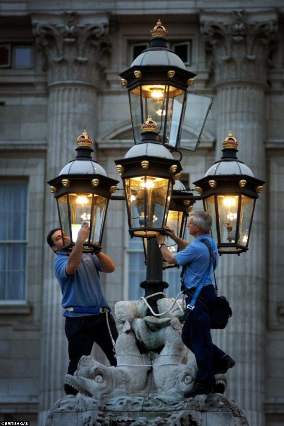 Enchanting story of last gas street lights in London | Street lamp ... for Gaslight Lamp  584dqh