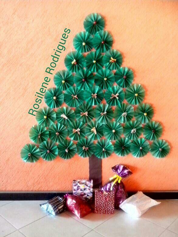 Arvore De Natal Feita De Rosetas De Papel De Seda Artesanato