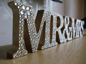 Mr and Mrs bling sign but W/ last name too? Cute for bridal shower gift to be used for wedding