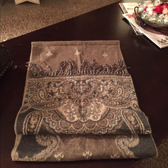 SALELord & Taylor Scarf❤️❄️ In perfect condition, 100%Acrylic with a pretty paisley design and fringed edges. Very classy and formal scarf! Lord & Taylor Accessories Scarves & Wraps