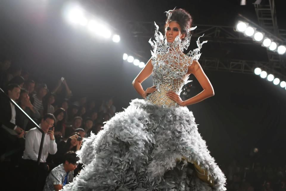 the tex sevario dress design that inspired the katniss everdeen wedding gown hungergames