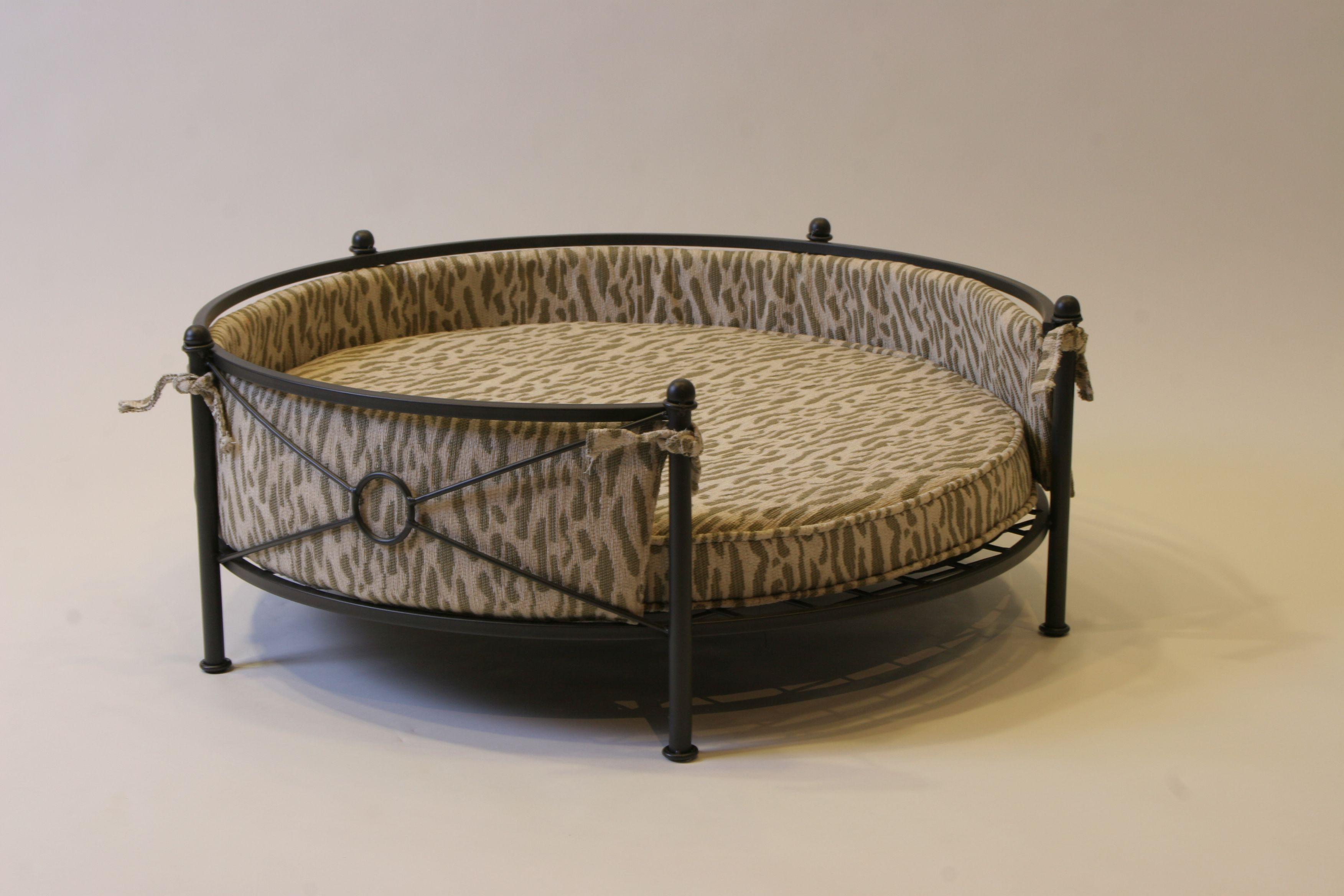 Concepts Rounded Pet Bed In Smoked Metal  Traditional