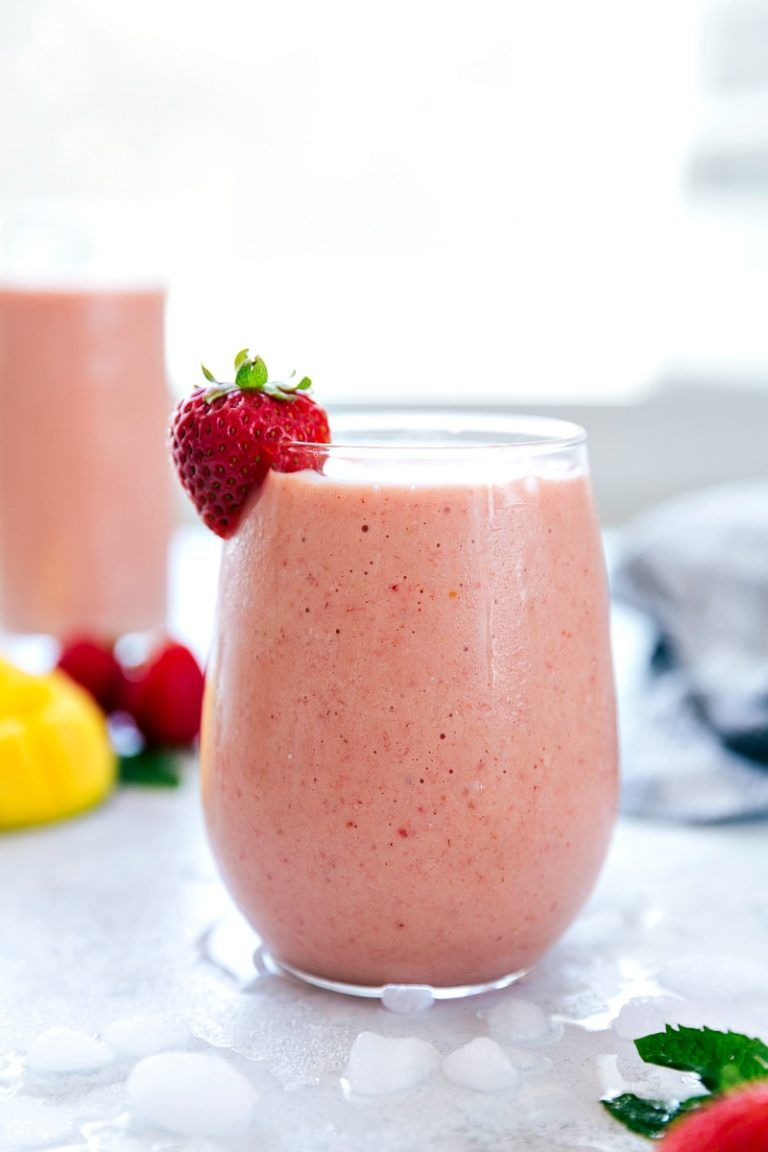 A strawberry and mango flavored smoothie that is blended