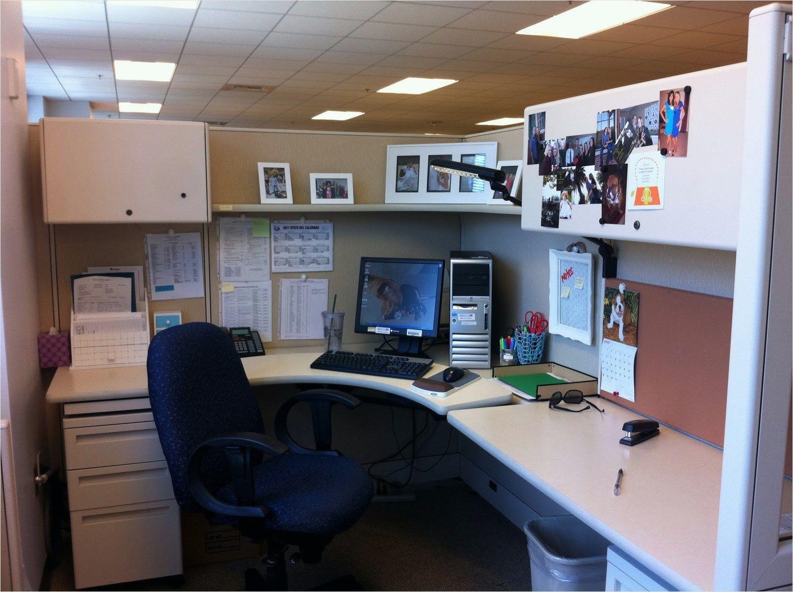40 Amazing Cubicle Decor Ideas That Will Amaze You Craft Home Ideas Cubicle Decor Cubicle Decor Office Office Desk Decor