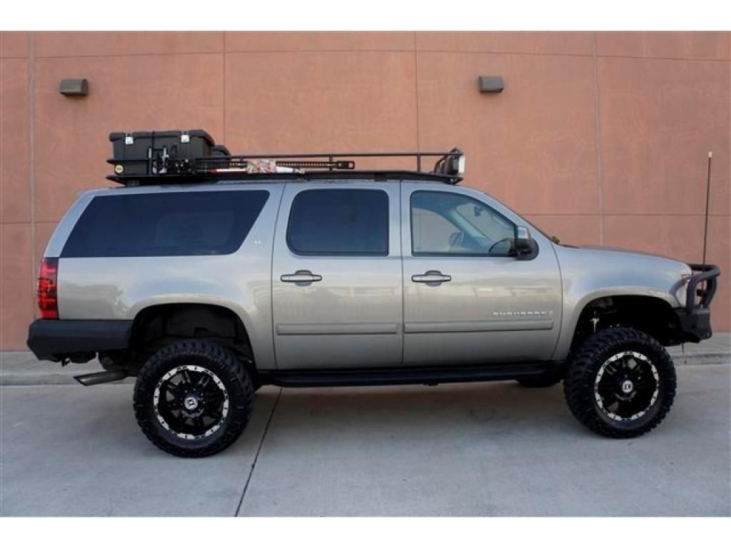 2007 suburban 2500 lt 4x4 side view