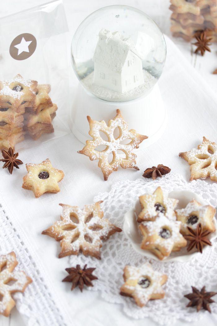 Herzhaftes Weihnachtsgebäck.Kardamom Cookies Gefüllt Mit Einer Fleur De Sel Ganache