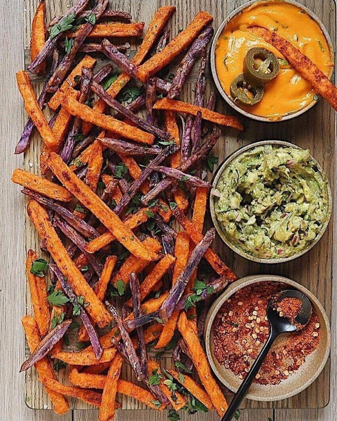 بطاطس محمرة المكونات 4 بطاطا حلوة متوسطة الحجم بنفسجية وبطاطا حلوة أرجوانية زيت زيتون 1 ملعقة صغير Vegetarian Recipes Healthy Food Purple Sweet Potatoes