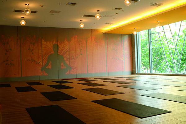30 best yoga studios in sacramento httpstrytopiccomyoga - Home Yoga Studio Design Ideas