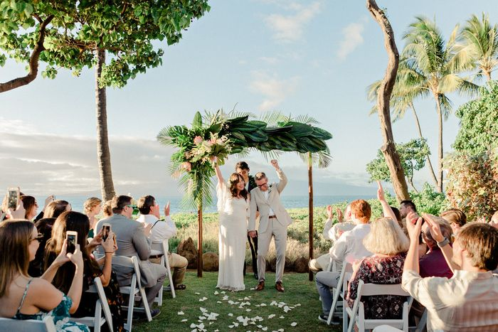 Sara And Jason S Boho Wedding In Maui Intimate Weddings Small Wedding Blog Diy Wedding Ideas For Small And Intimate Weddings Real Small Weddings Small Intimate Wedding Small