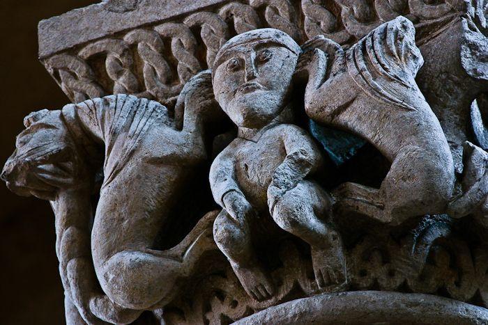 Capital, Daniel in the Lion's Den, Église Saint-Pierre d'Airvault, Airvault (Deux-Sèvres) Photo by PJ McKey
