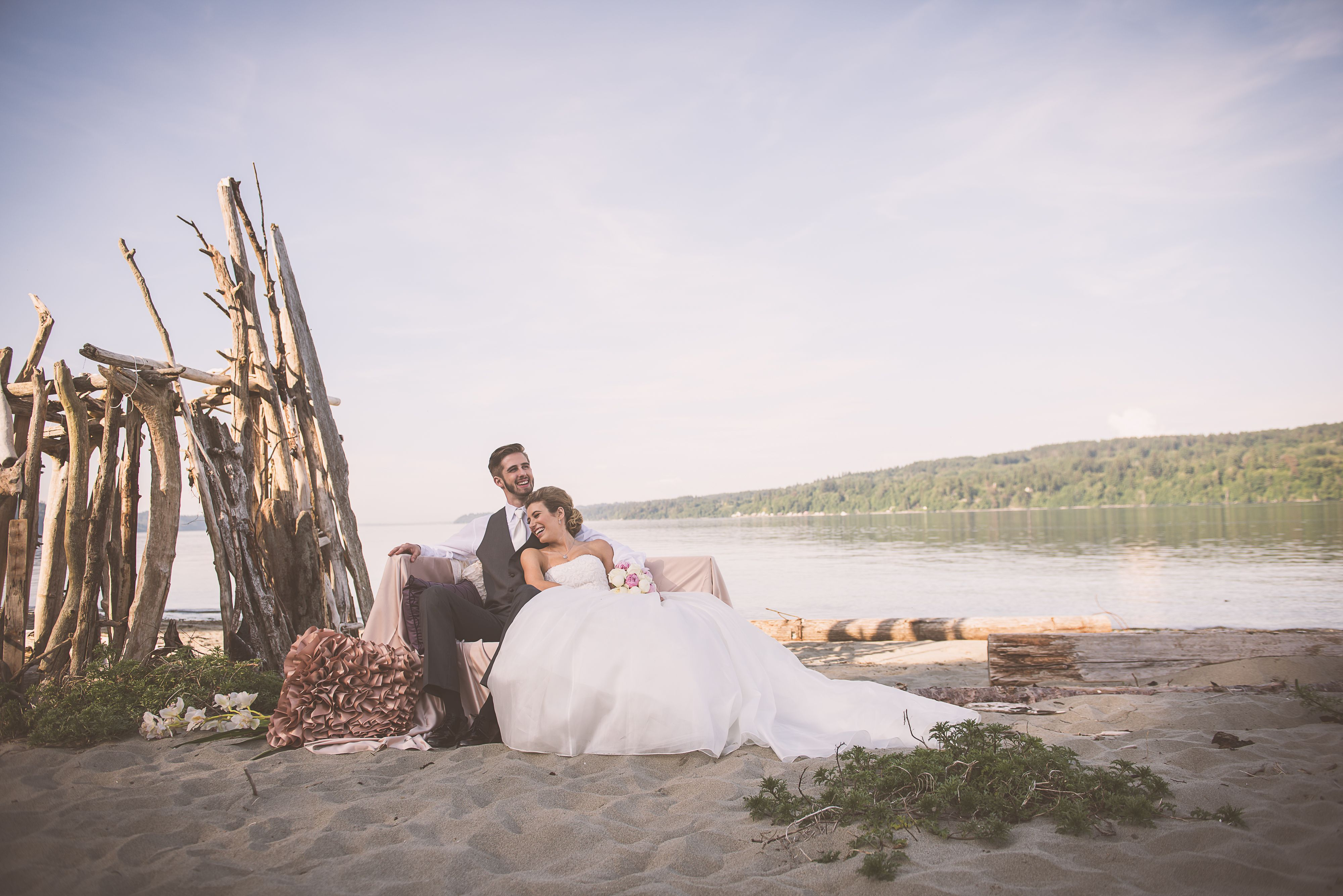 Beach Wedding Dramatic The Edgewater House Waterfront And Event Venue In Washington Real