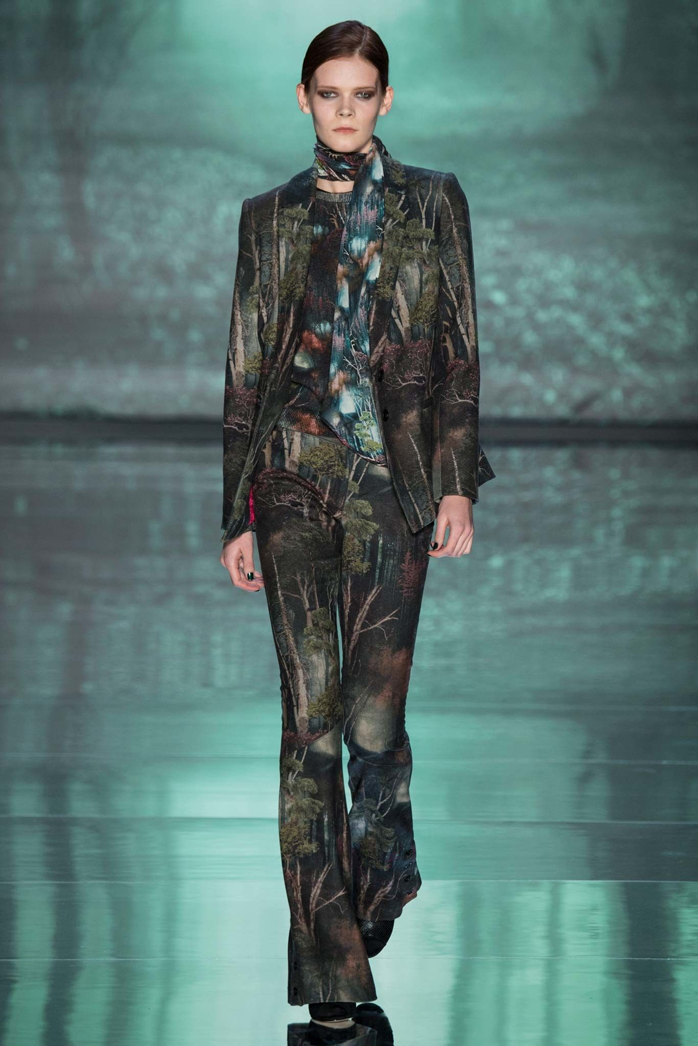 Nicole Miller Fall 2015 Ready-to-Wear Collection Photos - Vogue