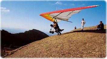 Prática de asa delta em Atibaia, a 65km da capital paulista