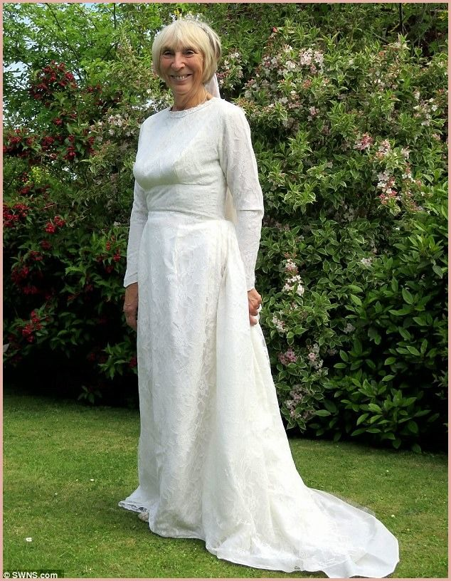 10 Astonishing Wedding Dresses For Over 50 Year Olds