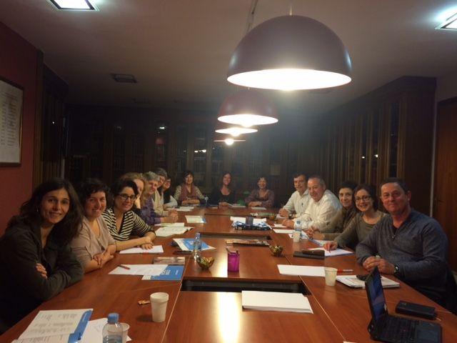 En colaboración con el CEDH, organiza encuentros multidisciplinares para fomentar la formación médica continuada en homepatía a través del estudio de casos clínicos