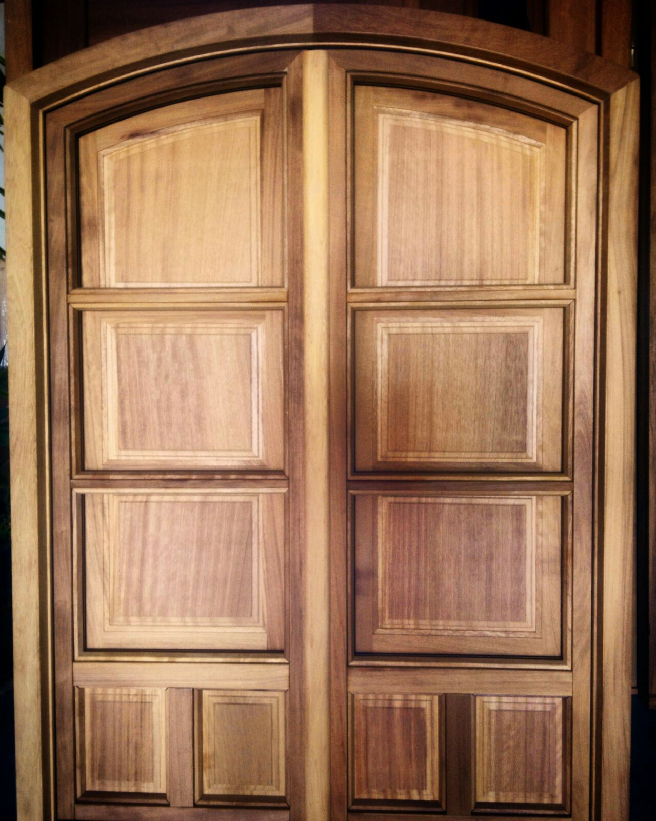 Ventana en arco, con ventanillos interiores , fabricada en madera de ...