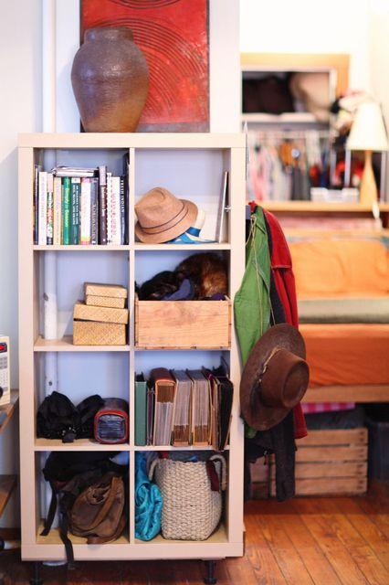 The feet on the ikea bookshelf!