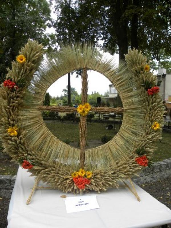 Pin By Wioleta On Wience Dozynkowe Creation Crafts Christmas Decorations Fresh Flowers Arrangements