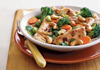 Chicken, Broccoli, and Cashew Stir-Fry http://www.prevention.com/weight-loss/flat-belly-diet/flat-belly-diet-recipes-healthy-chicken-dinner-recipes/slide/5