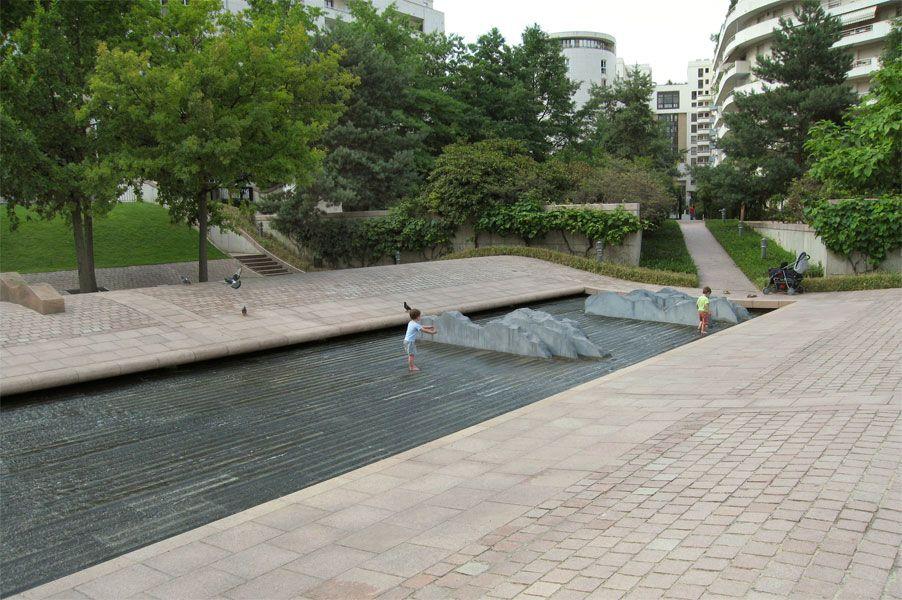 water feature parc diderot courbevoie la defense. Black Bedroom Furniture Sets. Home Design Ideas