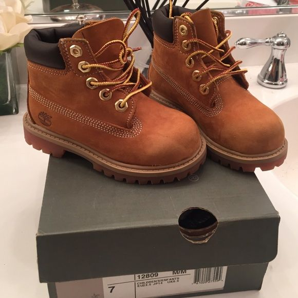 Toddler timberland boots My son used them a handful of times. Like new.  Size 7 toddler size Timberland Shoes Lace Up Boots 0ab75d5a6404