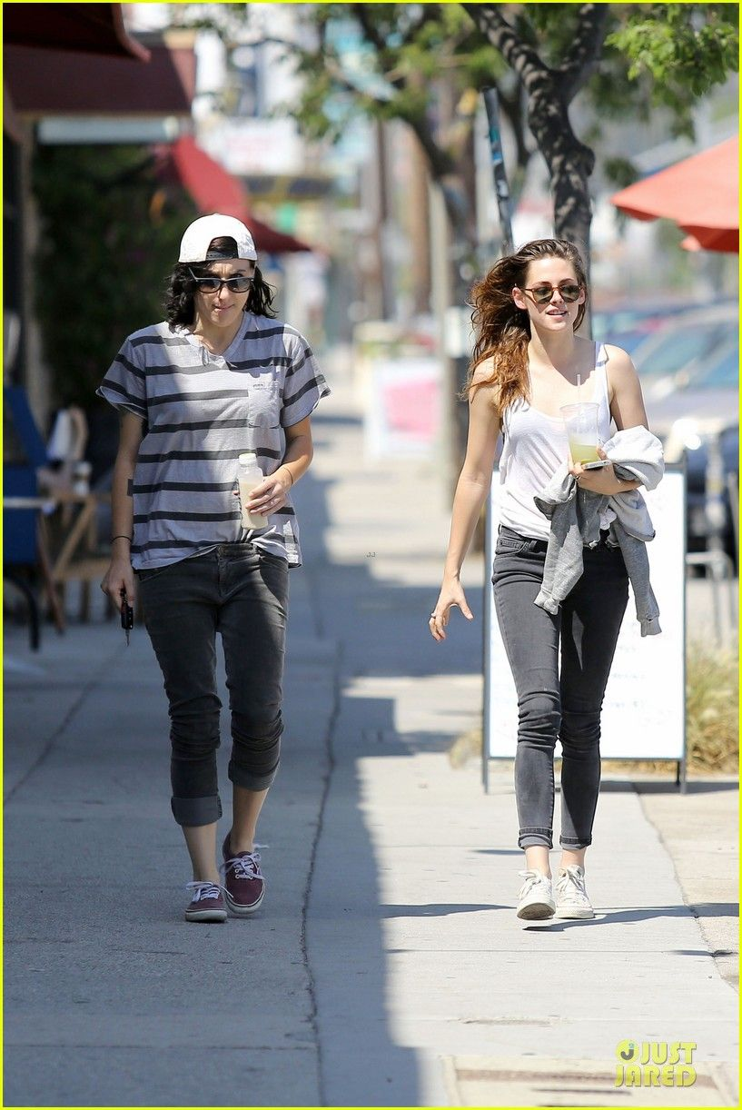 Kristen Stewart: Casual Juice Bar Stop! | kristen stewart casual juice bar stop 01 - Photo