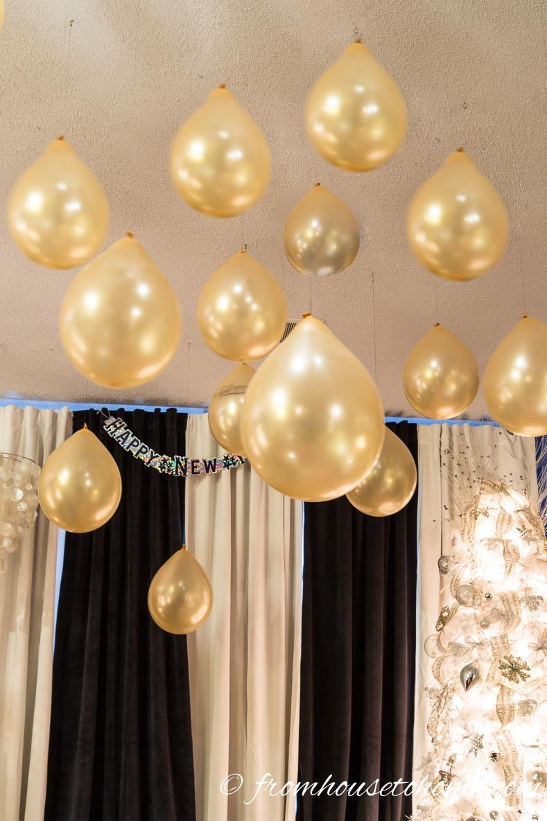 Hang balloons from the ceiling | 15 Amazing Great Gatsby party ideas & 15 Amazing Great Gatsby Party Ideas | Gatsby party Gatsby and Ceilings