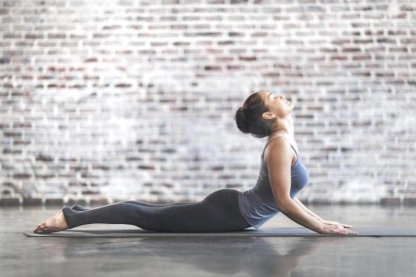 5 Postures De Yoga Faciles Pour Réduire La GRAISSE