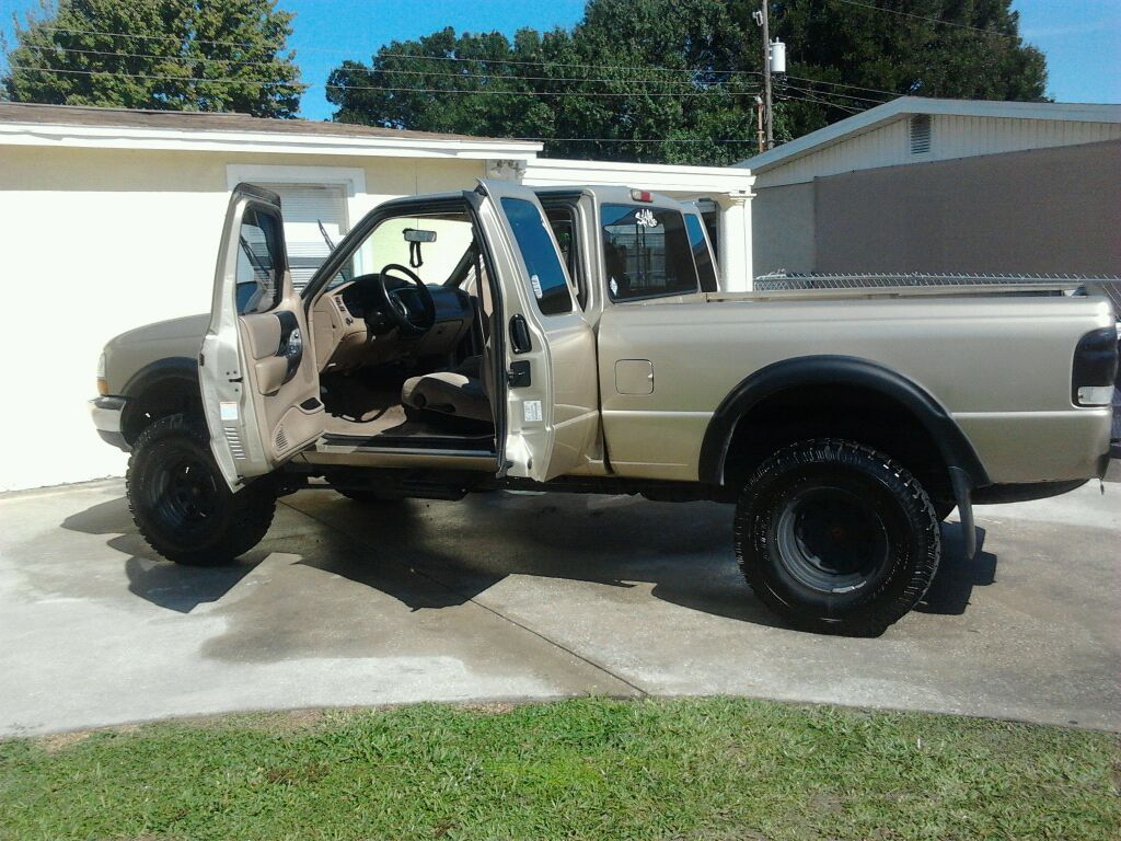 i have for sale is my 99 ford ranger xlt it has miles on it doesnt work not sure why cyl runs good looks good lifted 3 - Ford Ranger 44 Lifted For Sale