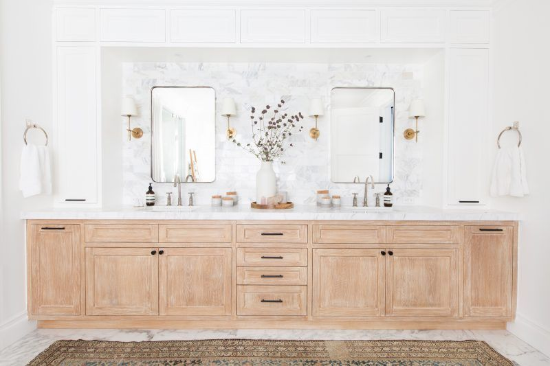 This Home Is Just Plain Amazing Bathroom Interior Design Amber Interiors Bathroom Styling