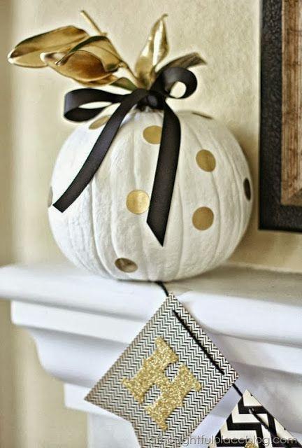 34 Chic Glam Halloween Décor Ideas DigsDigs Useful items - pinterest halloween decor ideas