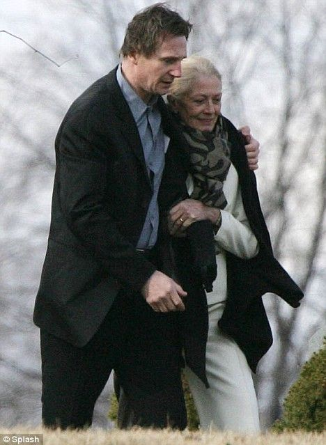 Liam neeson and vanessa redgrave share tender embrace as for Natasha richardson liam neeson wedding