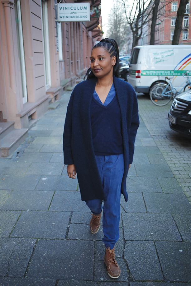One of my best buys during my 365 Days of secondhand Challenge: Blue Jumpsuit, cashmere sweater & egg shape coat. Thrifted <3