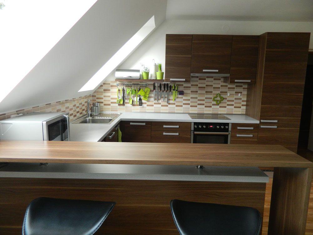Kouzlo podkroví ve Vaší kuchyni. Jak zařídit praktickou a