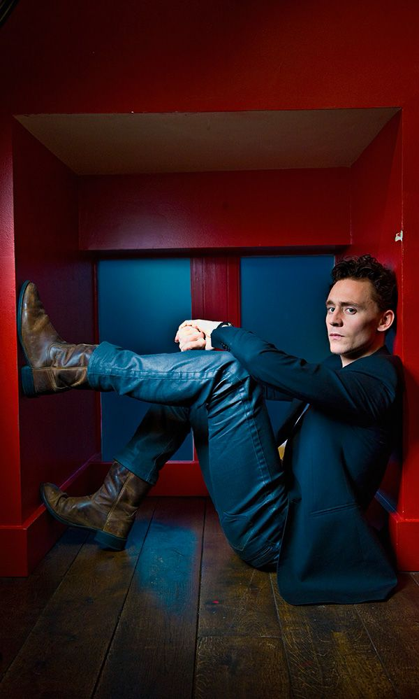 Tom Hiddleston by Francesco Guidicini. Source: http://torrilla.tumblr.com/post/106614996420/tom-hiddleston-by-francesco-guidicini-26x-uhq. (Original size [UHQ]: http://imgbox.com/CKFwQAYe