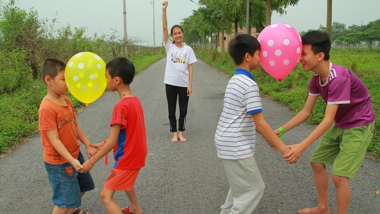 Kids Go To School With Move Balloons Games Kids Team Building