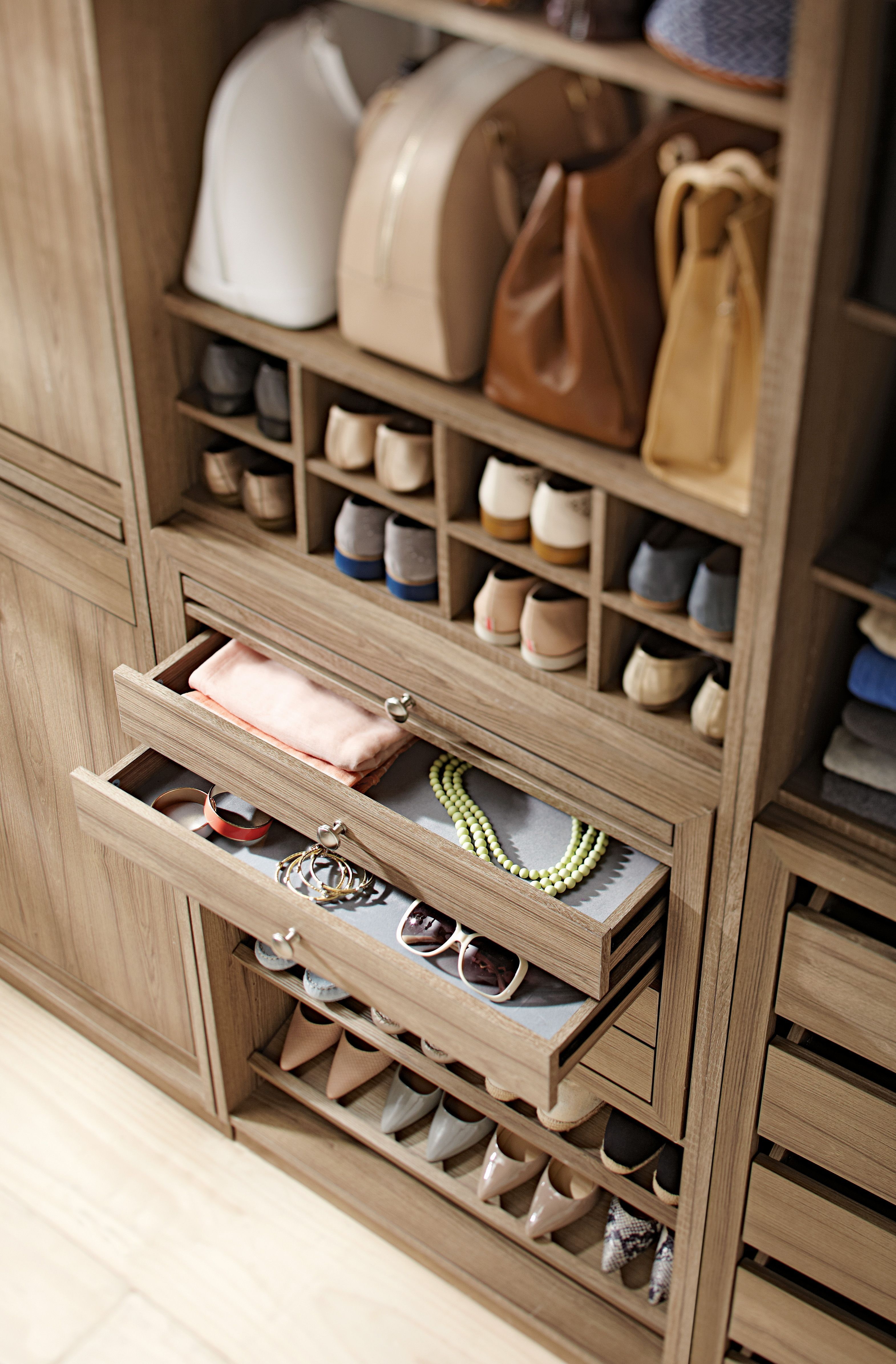 20 Pretty Closet Systems According to Architects [Full Image