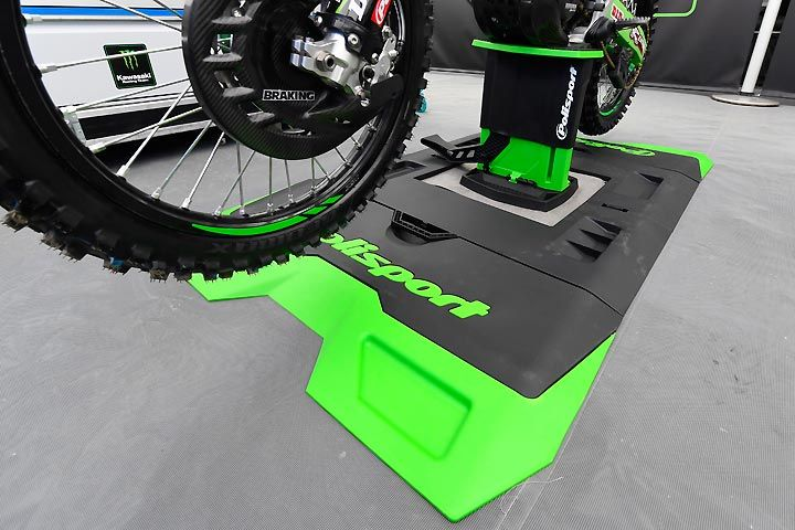 Polisport Foldable Lift Bike Stand Park Place Polisport S Foldable Lift Bike Stand Can Handle Up To 440 Lbs The Trick Lookin Bike Stand Standing Foldables