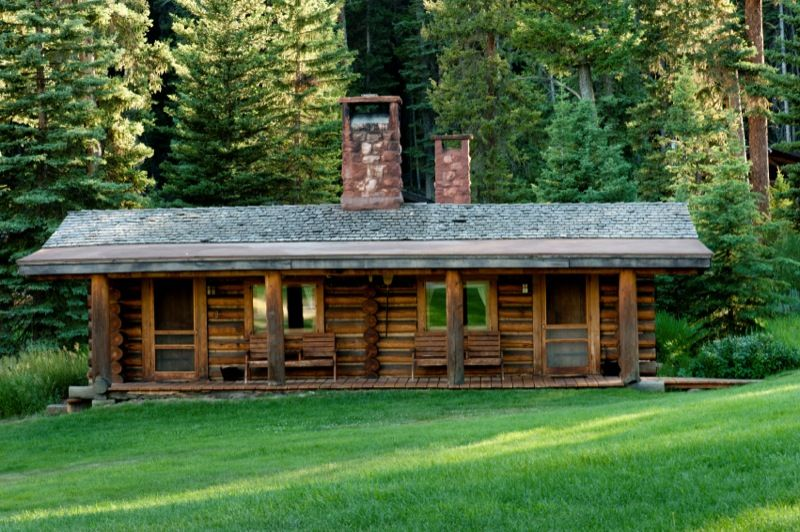 Lamedeer and canyon are log cabins at montana 39 s lone for Ranch log homes