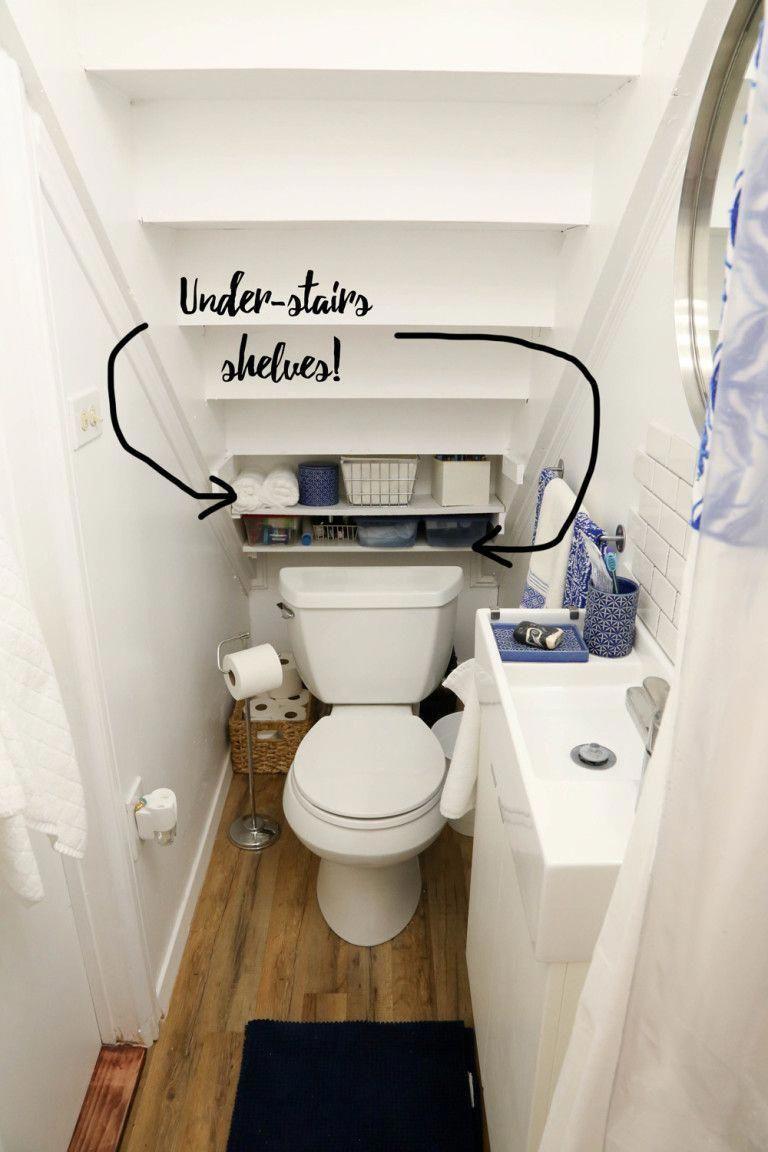 Salle De Bain Et Wc Dans Espace Reduit idée toilette espace réduit. sous escalier. avec étagères