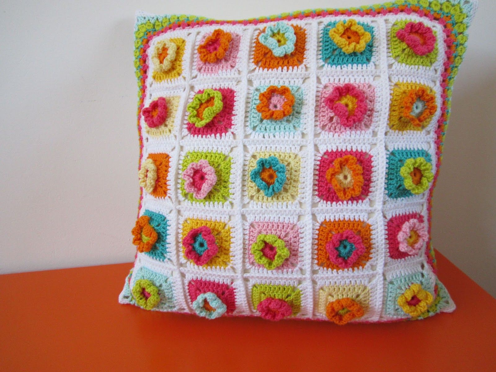 Color \'n Cream: Tutorial Color Bomb Flower Square | CrochetHolic ...