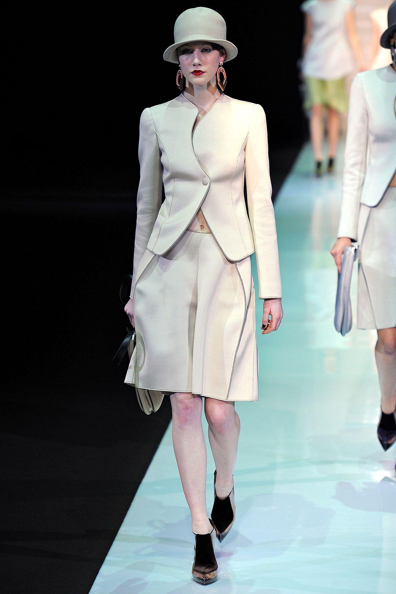 Emporio Armani Fall 2013 Ready-to-Wear - Collection - Gallery - Style.com
